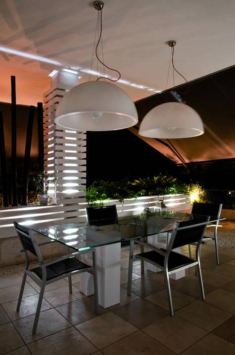 area pranzo Balcone, Veranda & Terrazza in stile moderno di Fabio Valente Studio di architettura e urbanistica Moderno