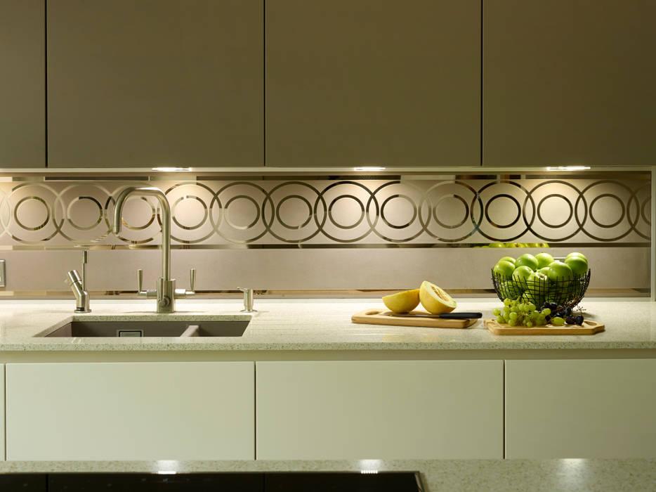 MR & MRS HARRISON'S KITCHEN Cozinhas modernas por Diane Berry Kitchens Moderno