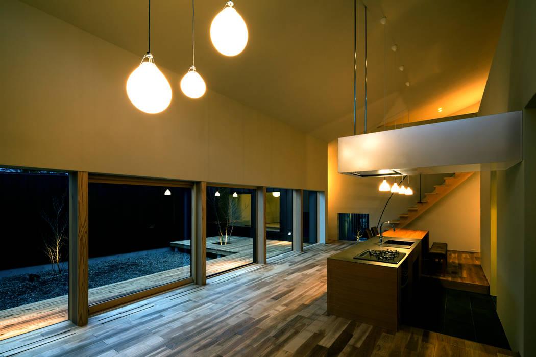 Kitchen by 有限会社TAO建築設計,