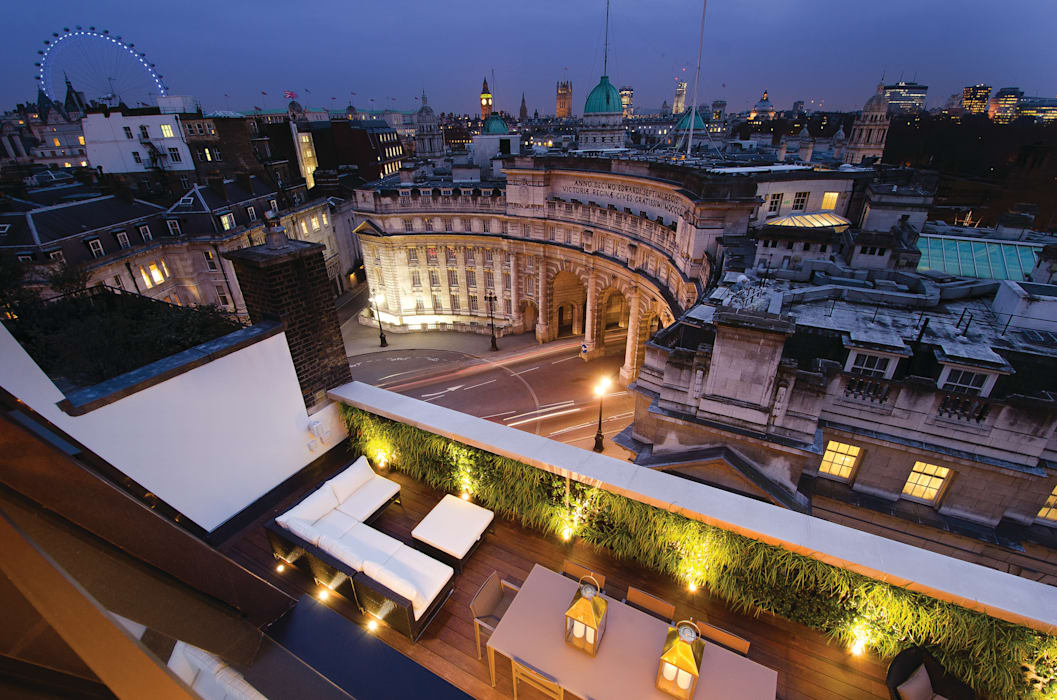 Trafalgar One, Canadian Pacific Building, London Moreno Masey Modern balcony, veranda & terrace