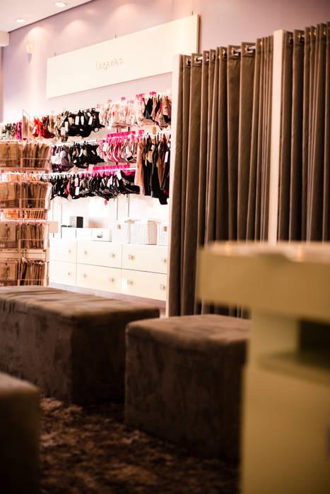 ARTE & SEDUÇÃO STORE: Lojas e imóveis comerciais  por Veridiana Negri Arquitetura,Moderno
