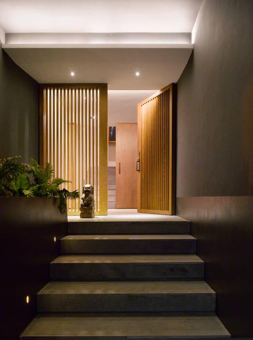 Casa Barrancas: Ventanas de estilo  por Ezequiel Farca