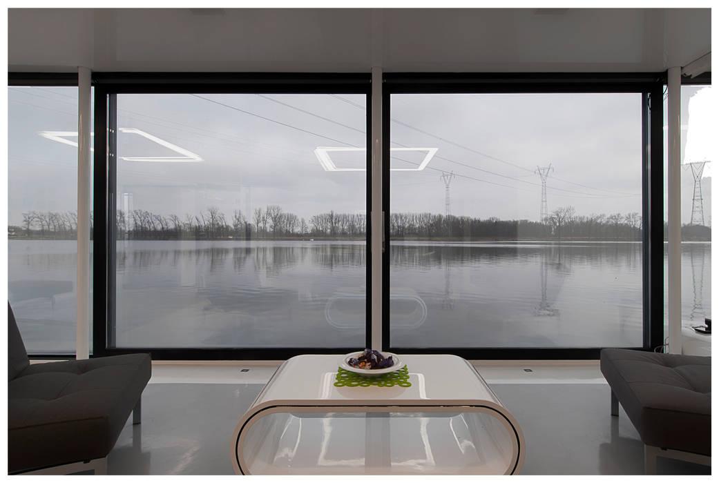floatinghouses Salas de estilo moderno