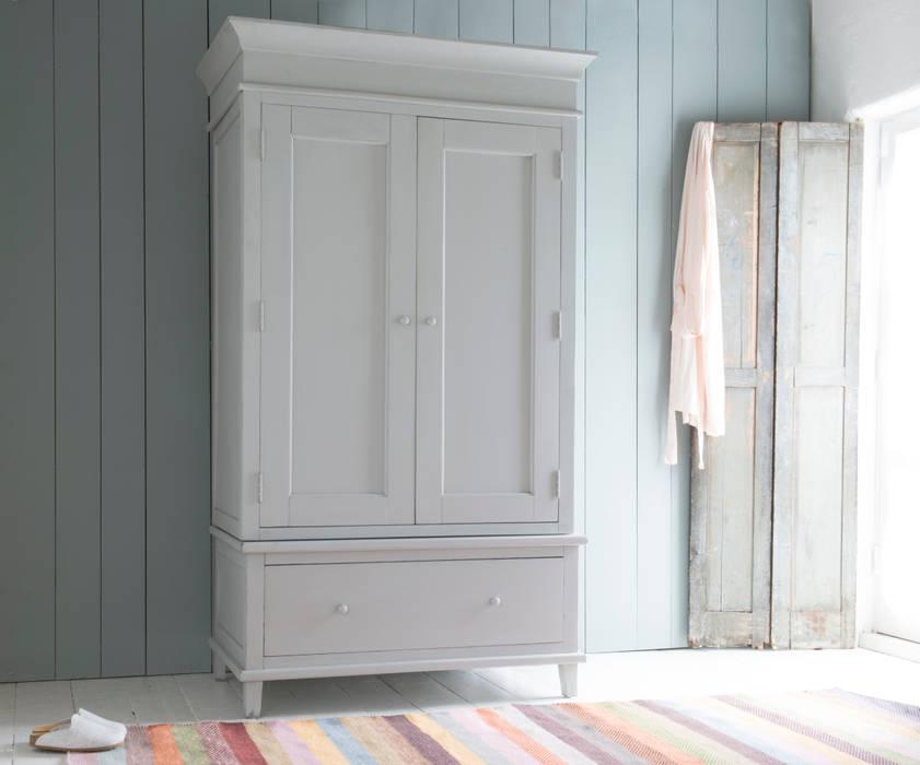 Atelier wardrobe in scuffed grey de homify Moderno Madera Acabado en madera