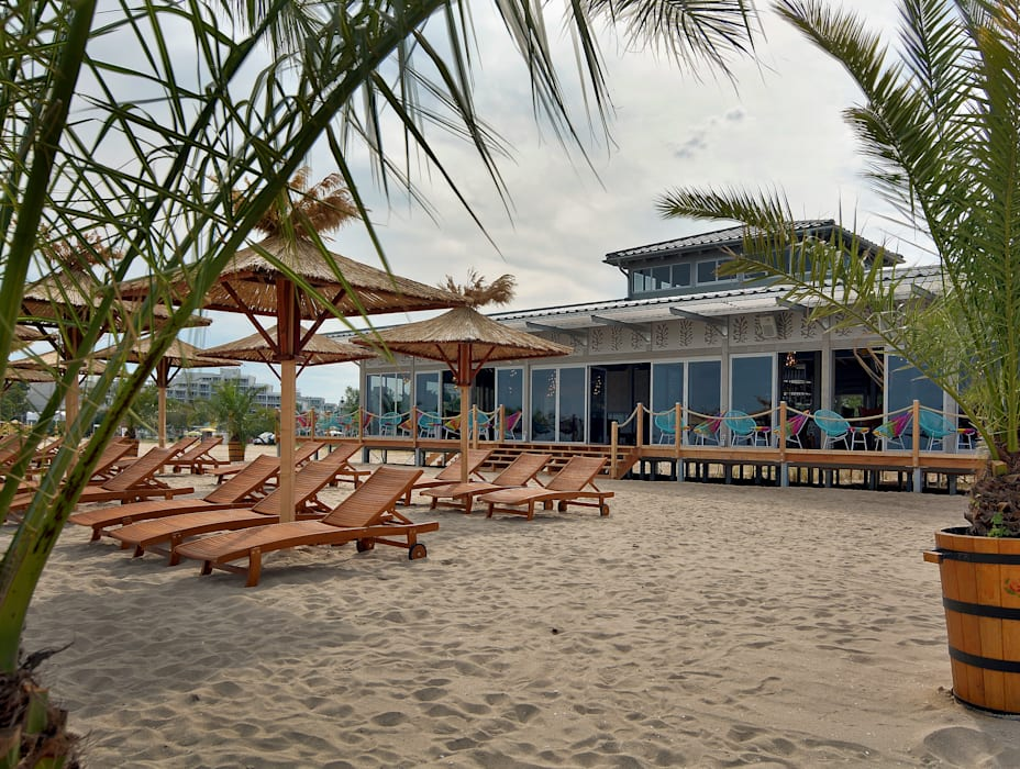 Ganvie Beach Club CHristian Bogner GmbH Living Art Moderne Bars & Clubs