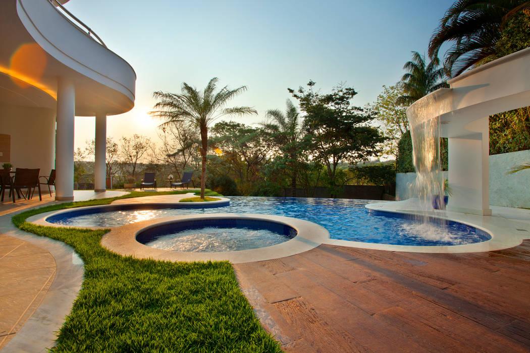 Moderne Pools von Arquiteto Aquiles Nícolas Kílaris Modern