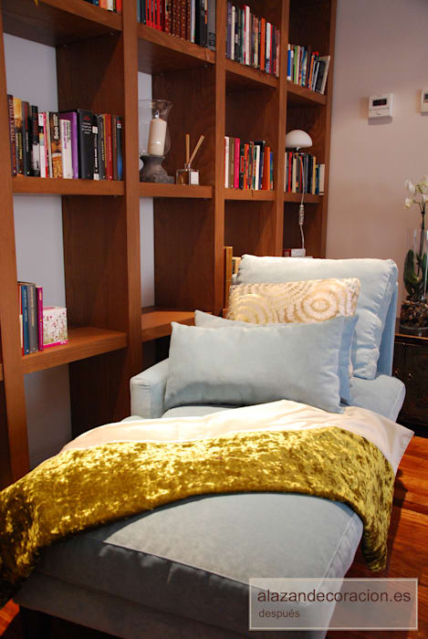 Ruang Keluarga Klasik Oleh ALAZÁN DECORACIÓN Klasik Tekstil Amber/Gold