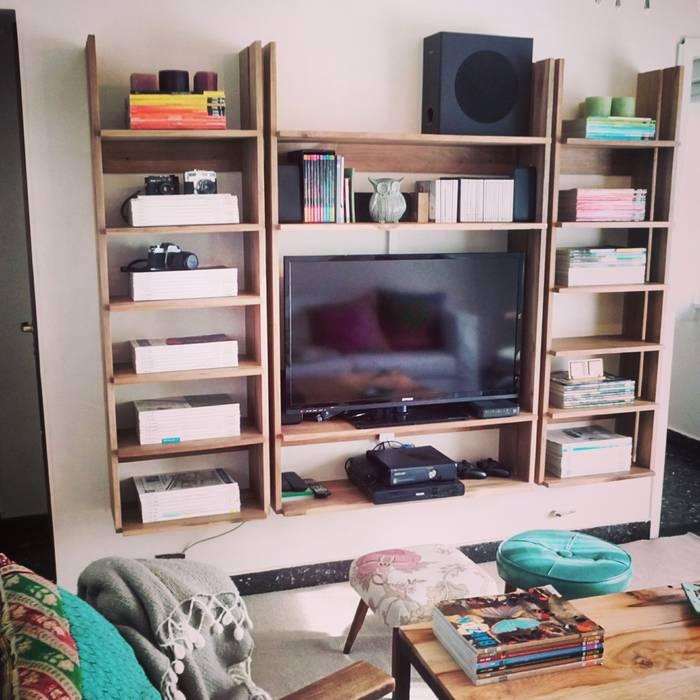 Biblioteca Pipa Casas escandinavas de PLUMA · muebles y proyectos · Escandinavo Madera maciza Multicolor