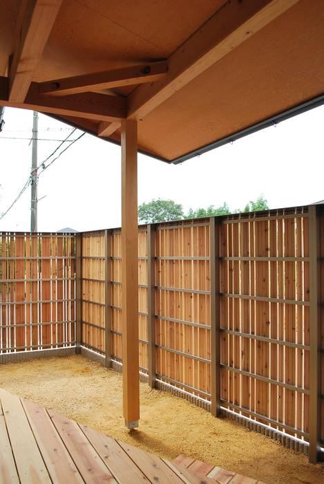 出屋敷の家: 西川真悟建築設計が手掛けた庭です。,