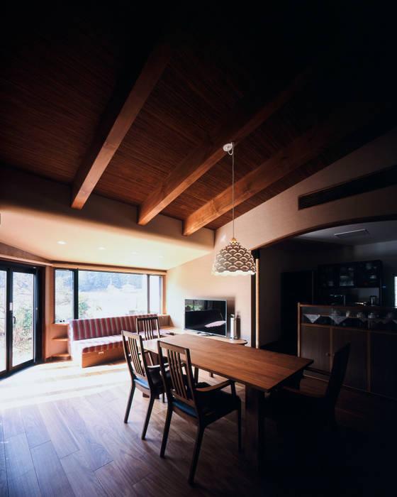 Ruang Keluarga Gaya Eklektik Oleh 伊藤瞬建築設計事務所 Eklektik