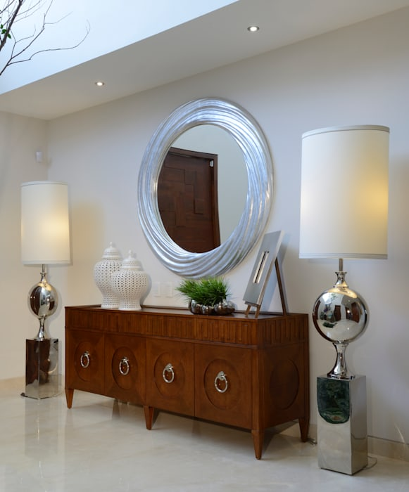 Recibidor Casa GL: Pasillos y recibidores de estilo  por VICTORIA PLASENCIA INTERIORISMO, Moderno Madera Acabado en madera