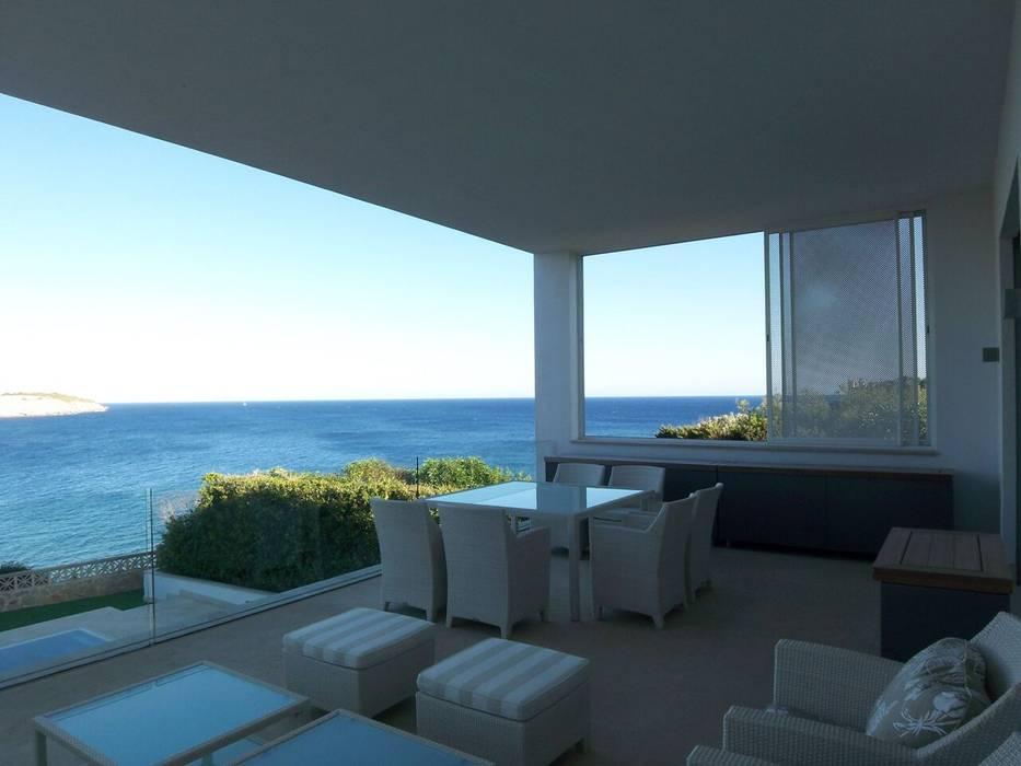 Balcone, Veranda & Terrazza in stile moderno di ESTUDI 353 ARQUITECTES SLPU Moderno