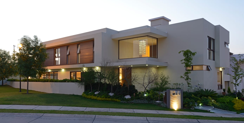Fachada Principal Casa GL: Casas de estilo  por VICTORIA PLASENCIA INTERIORISMO