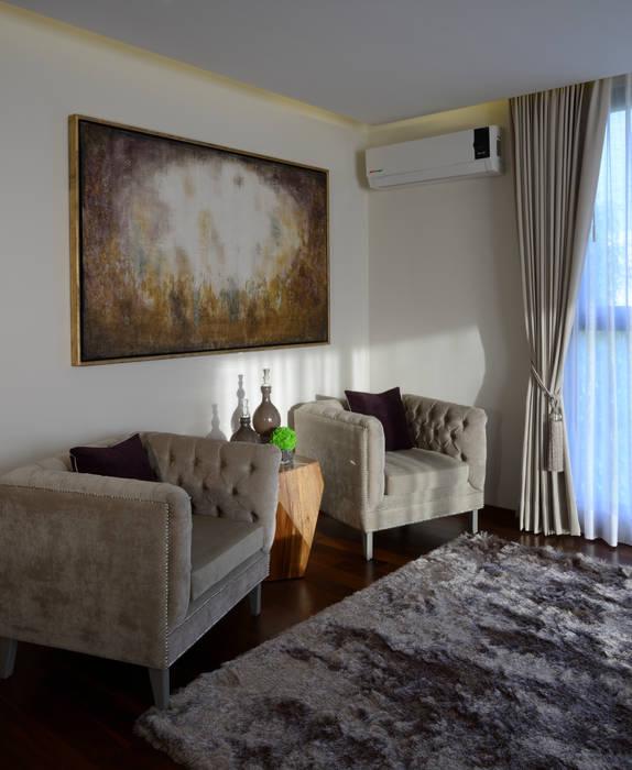 Sala de Recamara Principal Casa GL: Recámaras de estilo moderno por VICTORIA PLASENCIA INTERIORISMO