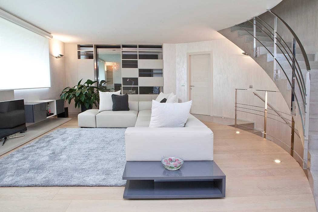 Rovere tinto corda per pavimenti e pareti: soggiorno in stile di ...
