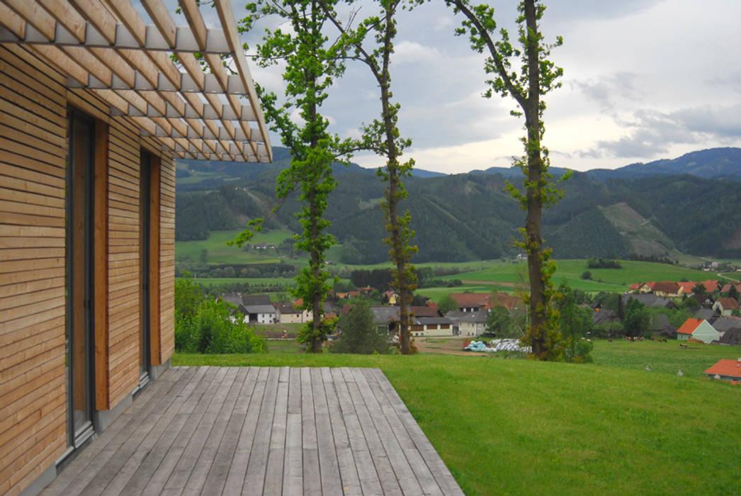 Arch. DI Peter Polding ZT Country style balcony, veranda & terrace Wood