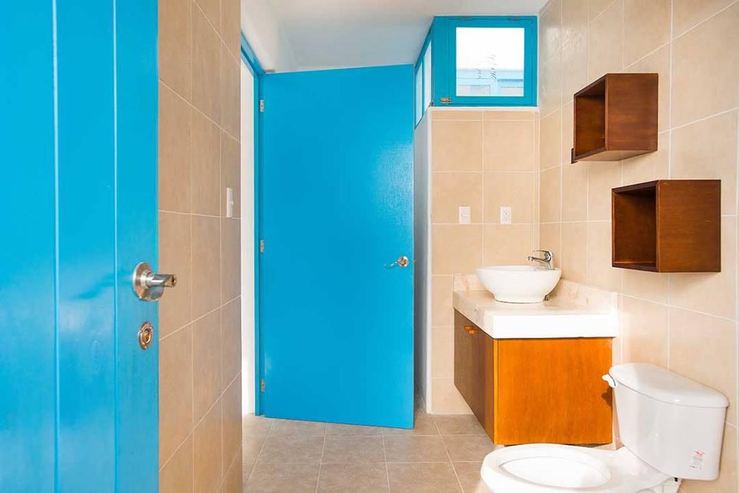 Ванные комнаты в . Автор – Arq Mobil, Эклектичный