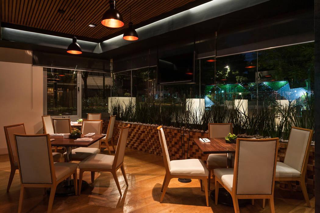 TERRAZA GURIA : Bares y discotecas de estilo  por TENTER Arquitectura y Diseño, Moderno
