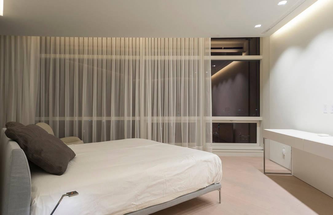 ST. REGIS 2301: Recámaras de estilo  por TENTER Arquitectura y Diseño