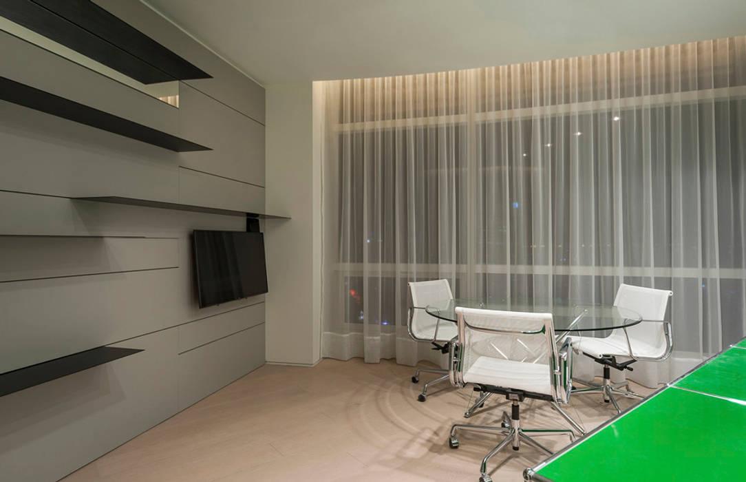 ST. REGIS 2301 Estudios y despachos modernos de TENTER Arquitectura y Diseño Moderno Madera Acabado en madera