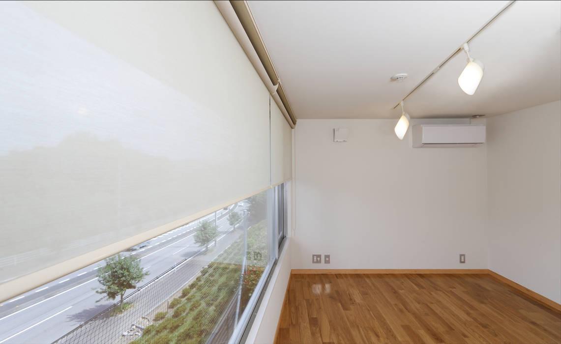 M邸(R) モダンデザインの 多目的室 の 長谷雄聖建築設計事務所 モダン