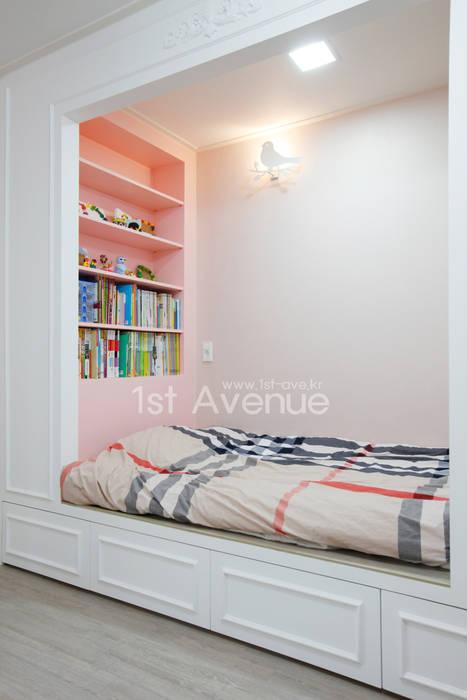 Dormitorios infantiles de estilo  por 퍼스트애비뉴, Moderno