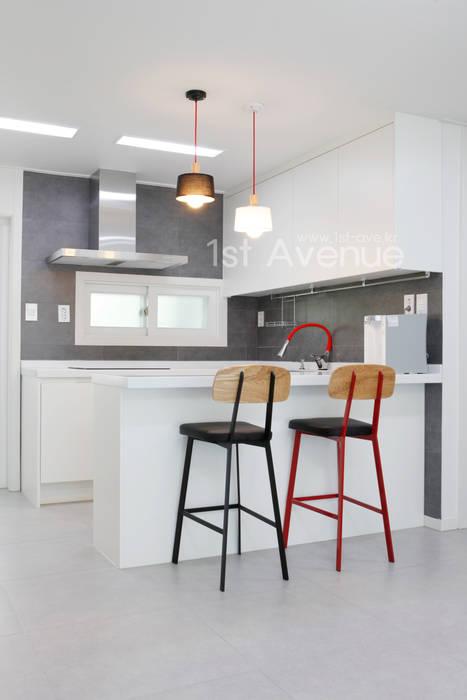 Kitchen by 퍼스트애비뉴, Modern