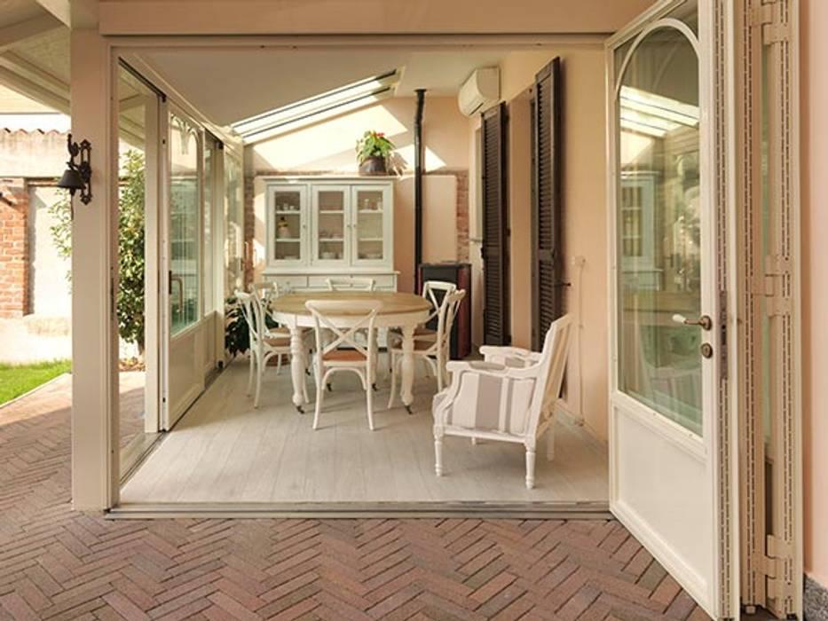 veranda PROVENCE: Sala da pranzo in stile In stile Country di Cagis