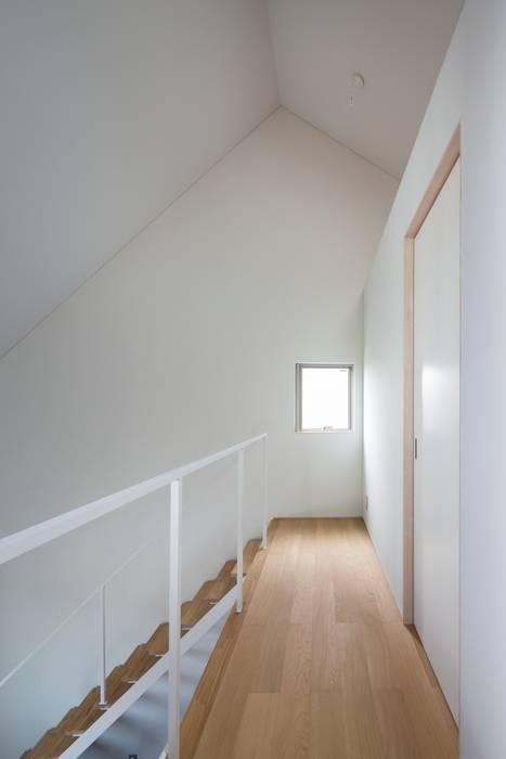 浜竹の家 House in Hamatake モダンスタイルの 玄関&廊下&階段 の 一級建築士事務所 本間義章建築設計事務所 モダン