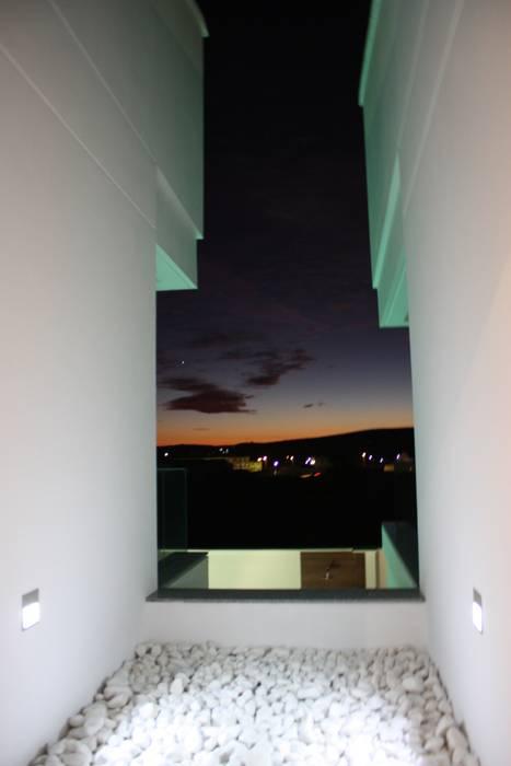 Varandas, marquises e terraços modernos por ESTUDIO P ARQUITECTO Moderno Granito