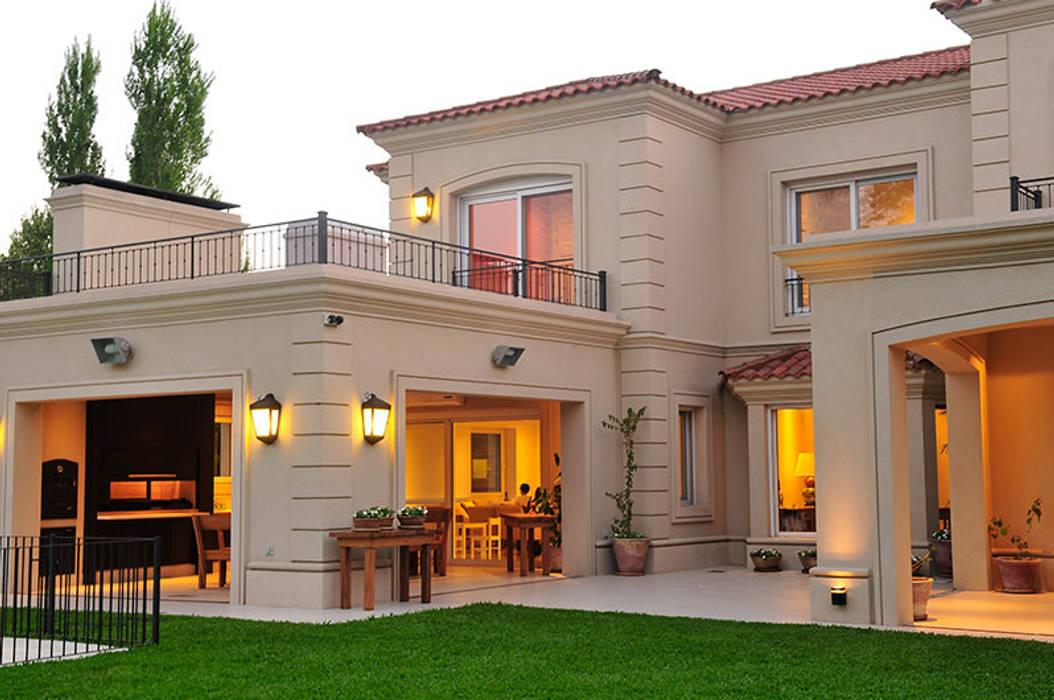 EXTERIORES: Casas de estilo  por JUNOR ARQUITECTOS,Moderno