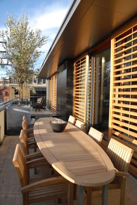 A city balcony Moderner Balkon, Veranda & Terrasse von Bowles & Wyer Modern