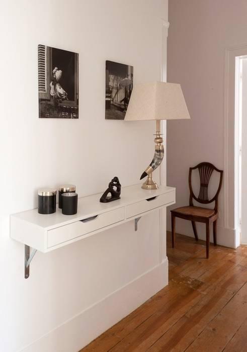 Pasillos, vestíbulos y escaleras de estilo clásico de LAVRADIO DESIGN Clásico