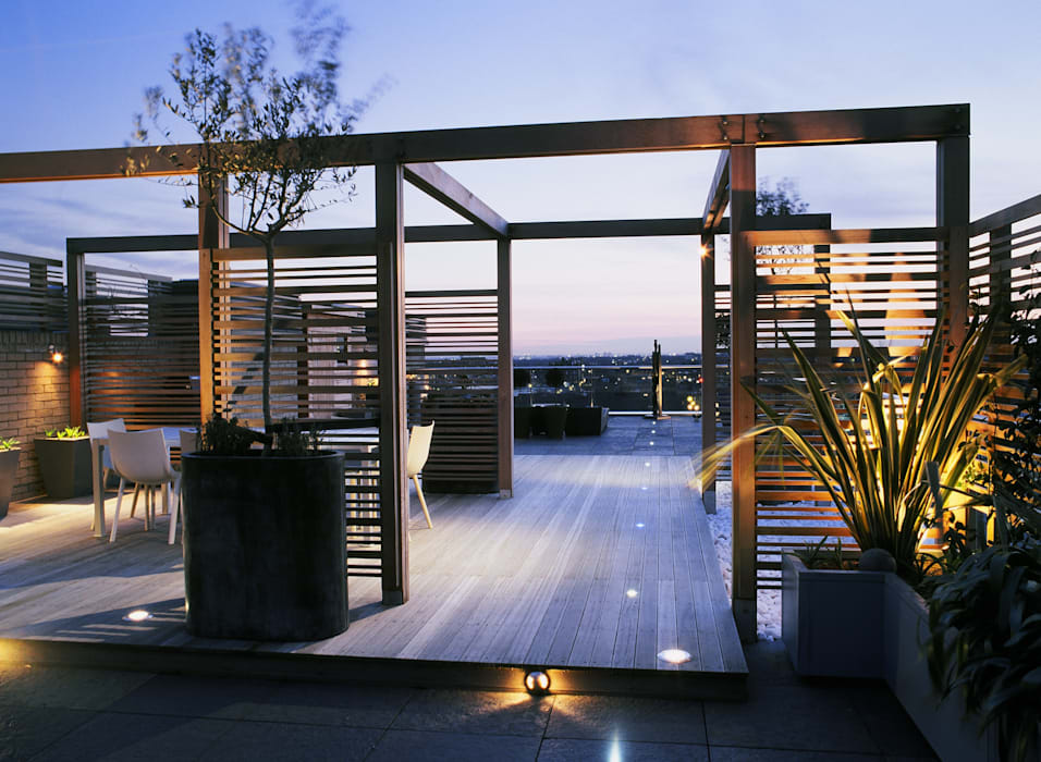 A city roof terrace, Hampstead Modern balcony, veranda & terrace by Bowles & Wyer Modern
