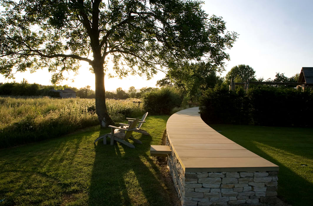A country garden in the Cotswolds Jardin rural par Bowles & Wyer Rural