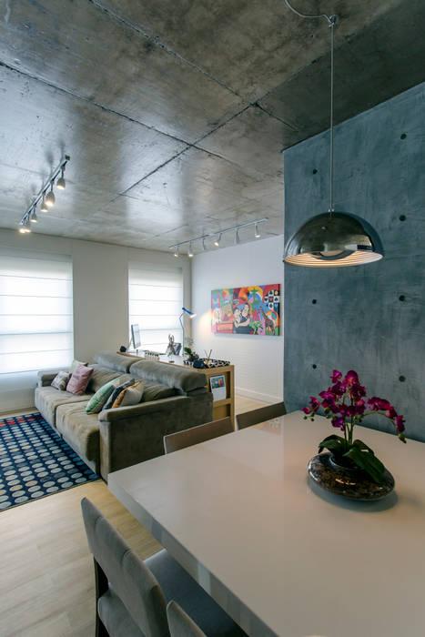 Pilar em concreto aparente Adriana Pierantoni Arquitetura & Design Salas de jantar modernas