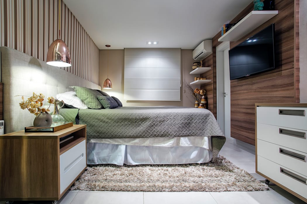 Dormitorios de estilo  por Adriana Pierantoni Arquitetura & Design