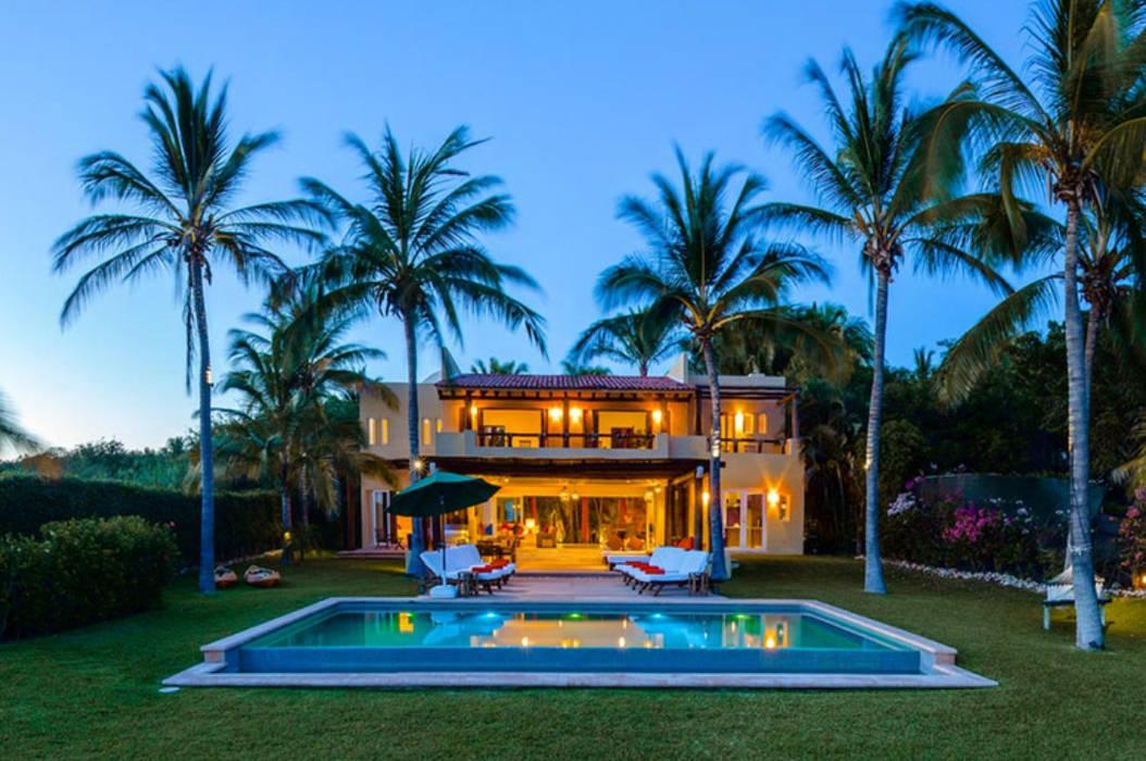 Casa Tortugas: Albercas de estilo topical por BR  ARQUITECTOS