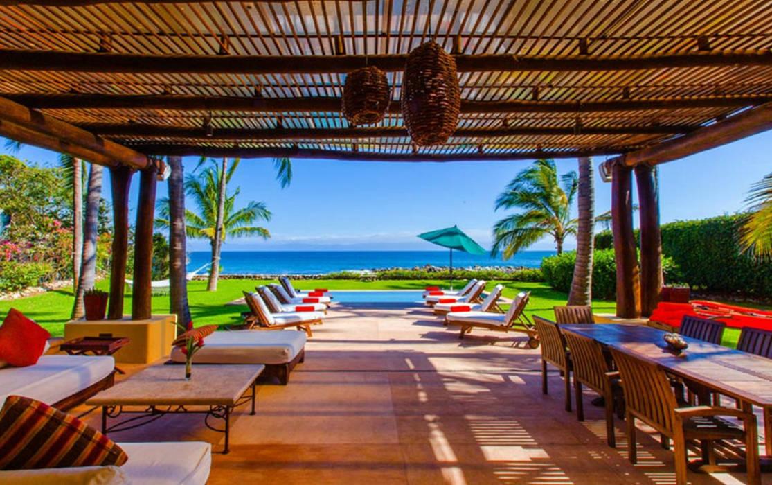 Casa Tortugas Balcones y terrazas de estilo tropical de BR ARQUITECTOS Tropical Derivados de madera Transparente