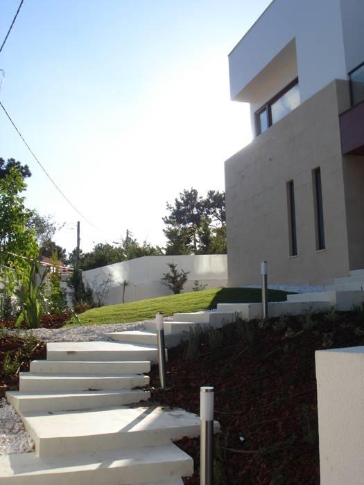 House Gui and Gus - Verdizela: Casas  por ASPMM, Arquitectos