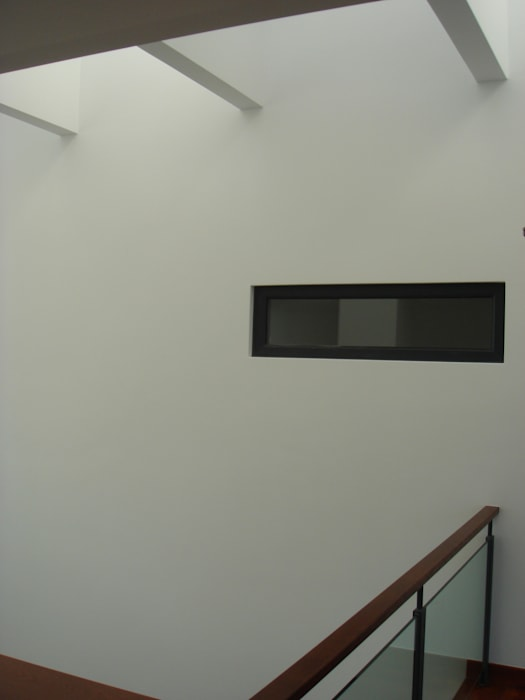 House Gui and Gus - Verdizela Closets modernos por ASPMM, Arquitectos Moderno