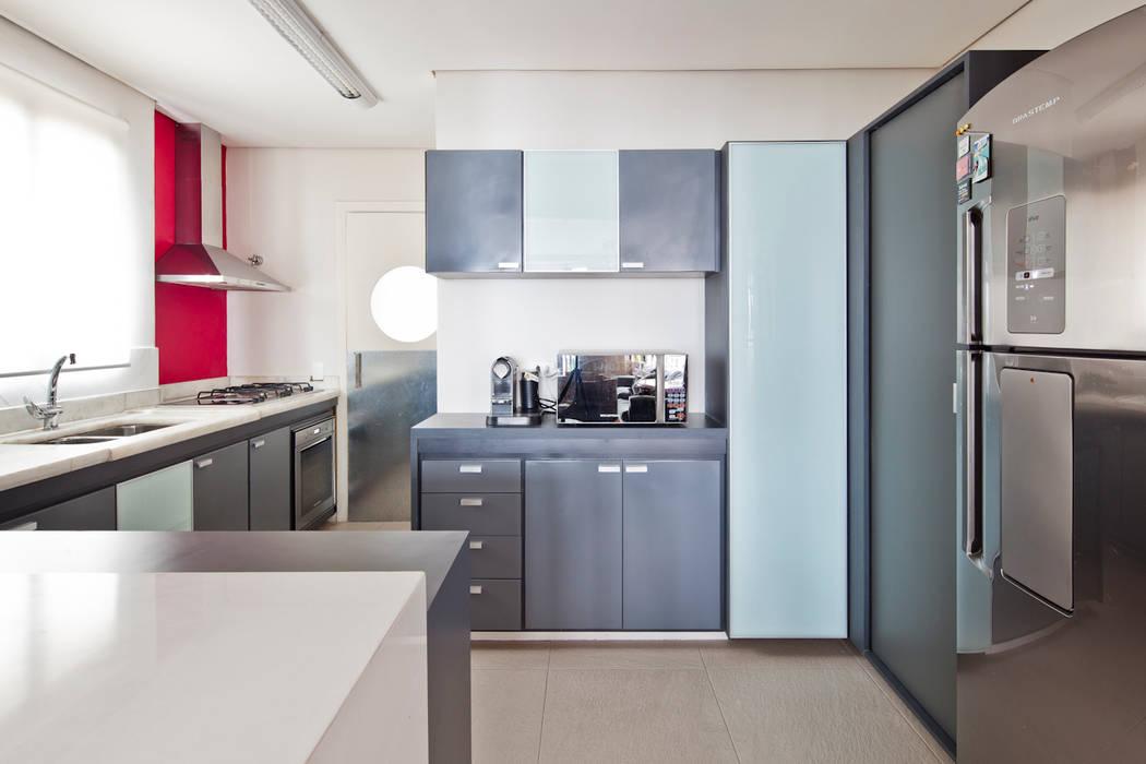 Minimalistische Küchen von Laranja Lima Arquitetura Minimalistisch