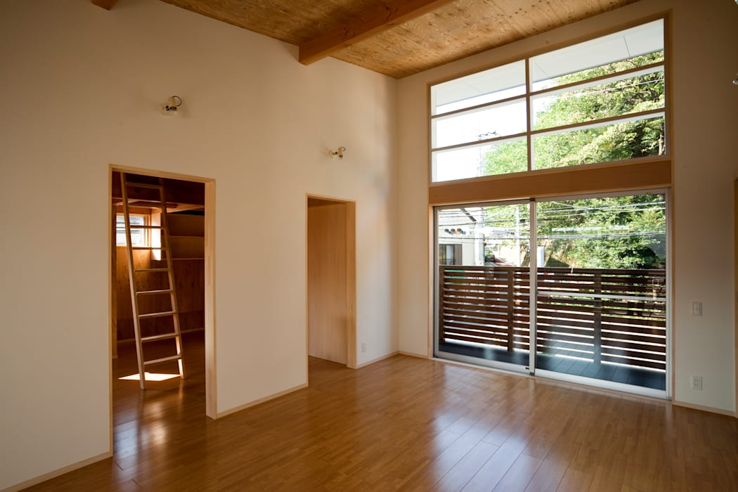 Modern living room by 一級建築士事務所 本間義章建築設計事務所 Modern
