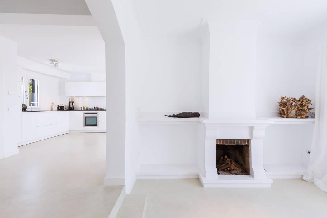 Paredes y pisos de estilo minimalista de ISLABAU constructora Minimalista