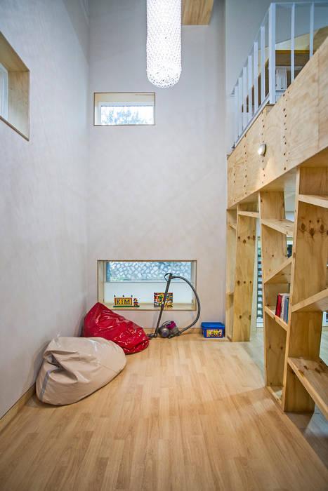 창원 재미있는 집 모던스타일 침실 by (주)유타건축사사무소 모던 우드 우드 그레인