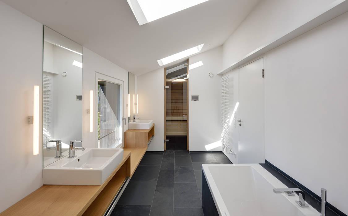 Bad OG mit Sauna Moderne Badezimmer von Möhring Architekten Modern