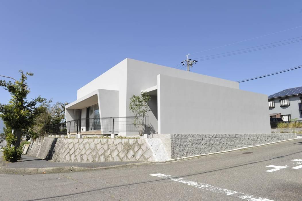 Casas de estilo minimalista de 久安典之建築研究所 Minimalista Vidrio