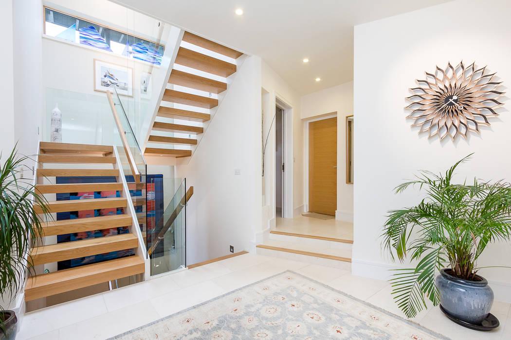 Architectural Hallway & Staircase Minimalist corridor, hallway & stairs by homify Minimalist
