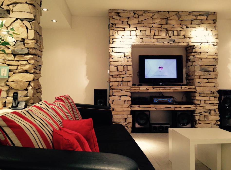 ARQUITECTURA INTRERIOR: Salas multimedia de estilo moderno por CubiK