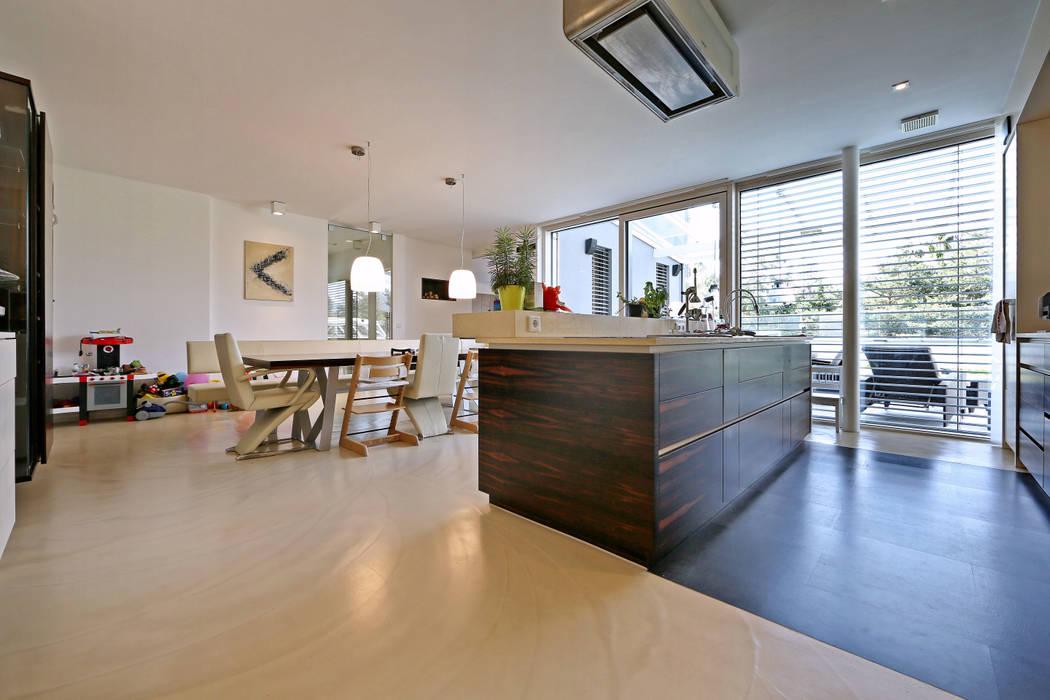 Bodenoberfläche doppo ambiente boden solido: moderne wohnzimmer von ...